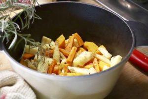 salteado de verduras de raiz otoñal  con chirivia calabaza y zanahoria